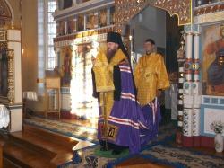 Преосвященнейший Лука, епископ Искитимский и Черепановский, вручил игуменский жезл наместнику Покровского мужского монастыря